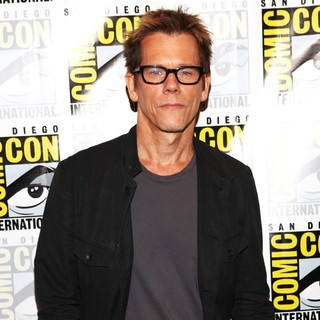 Kevin Bacon in San Diego Comic-Con 2012 - The Following - Press Room - kevin-bacon-comic-con-2012-02