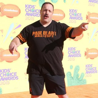 Kevin James in Nickelodeon's 28th Annual Kid's Choice Awards - Arrivals