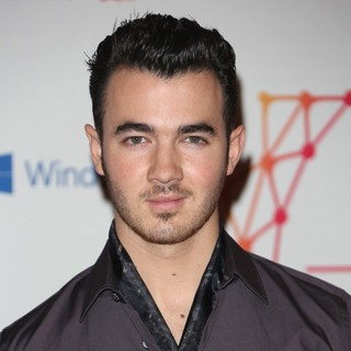 Kevin Jonas, Jonas Brothers in The MTV EMA's 2012 - Arrivals