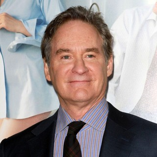 Kevin Kline in Los Angeles Premiere of No Strings Attached - kevin-kline-premiere-no-strings-attached-02
