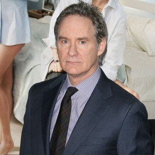 Kevin Kline in Los Angeles Premiere of No Strings Attached - kevin-kline-premiere-no-strings-attached-05