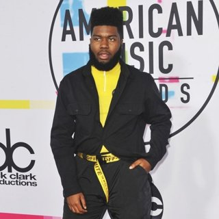 Khalid Abdalla in 2017 American Music Awards - Arrivals