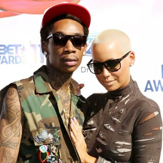 Wiz Khalifa, Amber Rose in BET Awards 2011