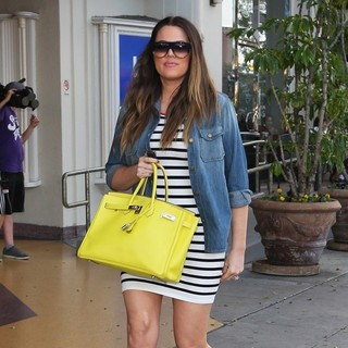 Khloe Kardashian in Khloe Kardashian Seen Leaving On The Thirty Restaurant