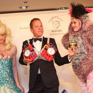Kiefer Sutherland Accepts Award Harvard University's Hasty Pudding Theatricals 2013 Man of The Year