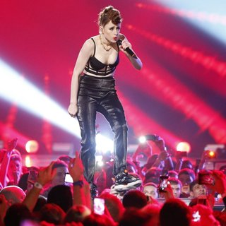 Kiesza in MTV Europe Music Awards 2014 - Performances