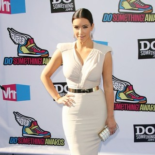 Kim Kardashian in 2011 Do Something Awards - Arrivals