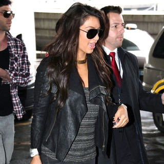 Kim Kardashian in Kim Kardashian Arrives at Charles de Gaulle Airport