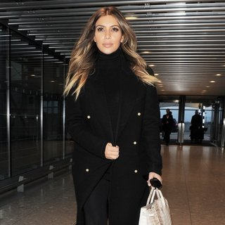 Kim Kardashian - Kim Kardashian Arrives at London's Heathrow Airport