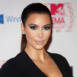 Kim Kardashian in The MTV EMA's 2012 - Arrivals