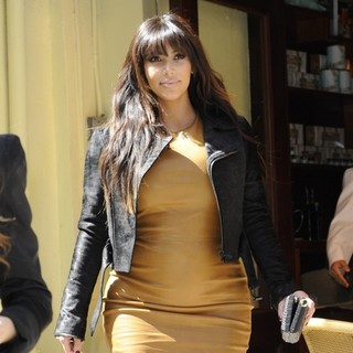 Kim Kardashian in Kim Kardashian Out and About Shopping in Soho