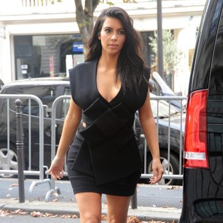 Kim Kardashian - Kim Kardashian Out in Paris