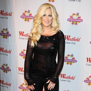 Kim Zolciak in Kim Zolciak Creates Her Own Shake at Millions of Milkshakes