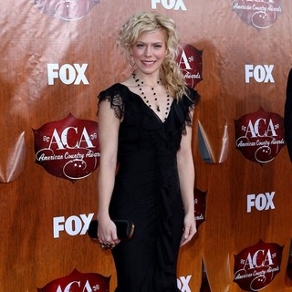 Kimberly Perry, The Band Perry in 2011 American Country Awards - Arrivals