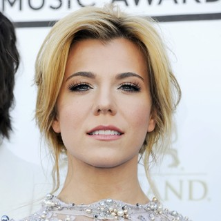Kimberly Perry, The Band Perry in 2013 Billboard Music Awards - Arrivals