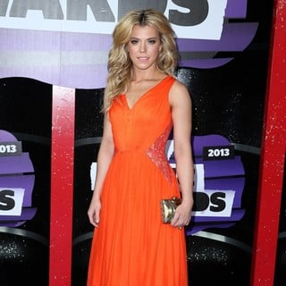 Kimberly Perry, The Band Perry in 2013 CMT Music Awards - Arrivals