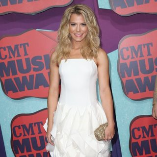 Kimberly Perry, The Band Perry in 2014 CMT Music Awards - Arrivals