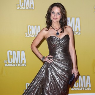 Kimberly Williams in 46th Annual CMA Awards