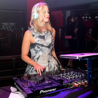 Kimberly Wyatt Performs Her First Ever DJ Set