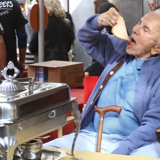 Kirk Douglas in 75th Anniversary of The Los Angeles Mission Serving Thanksgiving Dinner to The Homeless - kirk-douglas-75th-anniversary-la-mission-serving-thanksgiving-dinner-04