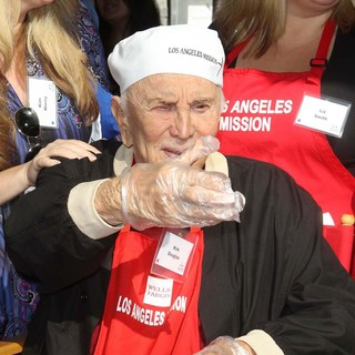 Kirk Douglas in The Los Angeles Mission's Thanksgiving for Skid Row Homeless