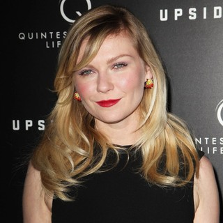 Kirsten Dunst in Upside Down Los Angeles Premiere - Arrivals - kirsten-dunst-premiere-upside-down-03