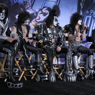 KISS, Motley Crue in Motley Crue And KISS Announce Their Co-Headlining Tour