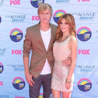 Tristan Klier, Bella Thorne in The 2012 Teen Choice Awards - Arrivals