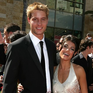 Justin Hartley, Lindsay Korman in 34th Annual Daytime Emmy Awards - Arrival