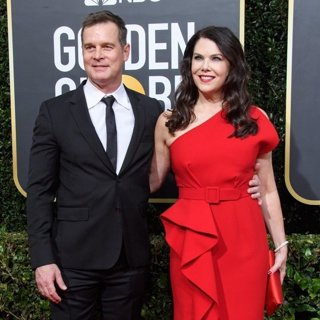 Peter Krause, Lauren Graham in 77th Annual Golden Globes - Arrivals