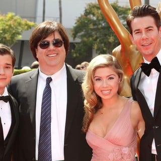 Nathan Kress, Dan Schneider, Jennette McCurdy, Jerry Trainor in 2011 Primetime Creative Arts Emmy Awards - Arrivals