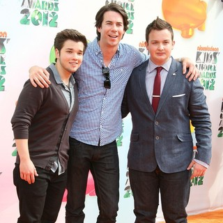 Jerry Trainor in 2012 Kids' Choice Awards - Arrivals - kress-trainor-munck-2012-kids-choice-awards-01