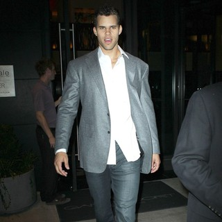 Kris Humphries Leaving His Hotel