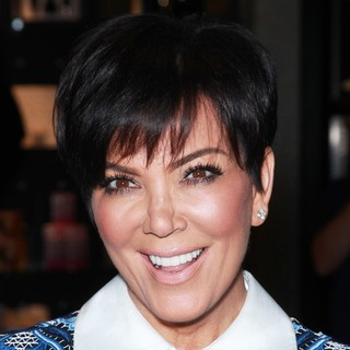 Kris Jenner Makes A Solo Appearance for A Fan Meet-and-Greet Opportunity - kris-jenner-fan-meet-and-greet-opportunity-01