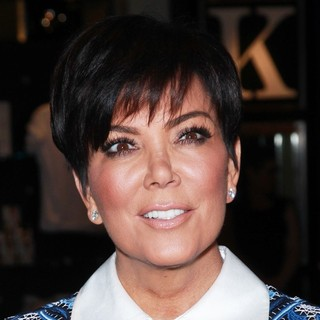 Kris Jenner Makes A Solo Appearance for A Fan Meet-and-Greet Opportunity - kris-jenner-fan-meet-and-greet-opportunity-02
