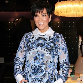 Kris Jenner Makes A Solo Appearance for A Fan Meet-and-Greet Opportunity - kris-jenner-fan-meet-and-greet-opportunity-05