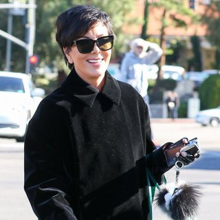 Kris Jenner Shops at Williams-Sonoma - kris-jenner-shops-01