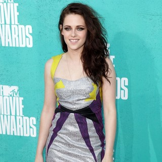 Kristen Stewart in 2012 MTV Movie Awards - Arrivals