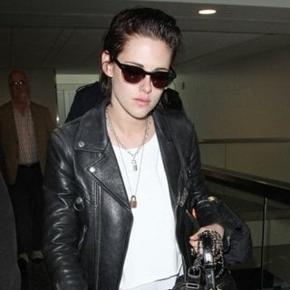 Kristen Stewart-Kristen Stewart at Los Angeles International Airport