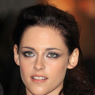 Kristen Stewart in The Twilight Saga's Breaking Dawn Part I UK Film Premiere - Arrivals