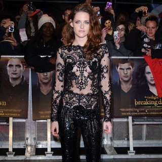 Kristen Stewart in The Premiere of The Twilight Saga's Breaking Dawn Part II - Arrivals