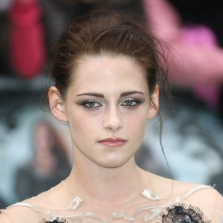 Kristen Stewart in World Premiere of Snow White and the Huntsman - Arrivals