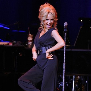 Kristin Chenoweth in Kristin Chenoweth Performs on Stage