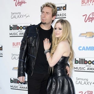 Avril Lavigne in 2013 Billboard Music Awards - Arrivals - kroeger-lavigne-2013-billboard-music-awards-01