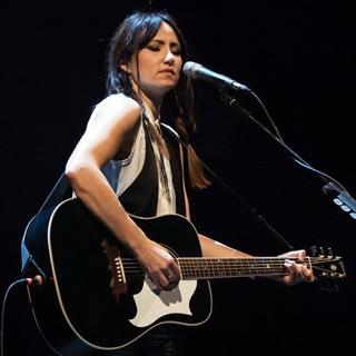 KT Tunstall Performing Live on Stage