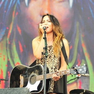 KT Tunstall in V Festival - Day Two - kt-tunstall-v-festival-day-2-02
