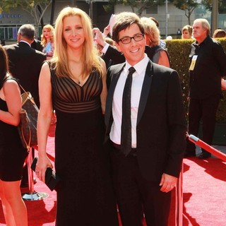 Lisa Kudrow, Dan Bucatinsky in 2012 Creative Arts Emmy Awards - Arrivals