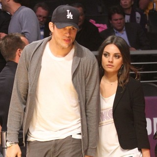 Mila Kunis - Celebrities Watch The LA Lakers vs. Phoenix Suns