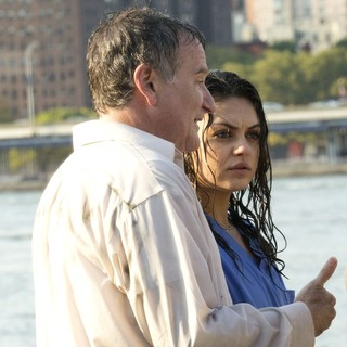 Robin Williams, Mila Kunis in On The Set of The Angriest Man in Brooklyn