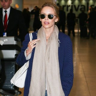 Kylie Minogue - Kylie Minogue Arrives at Heathrow Airport